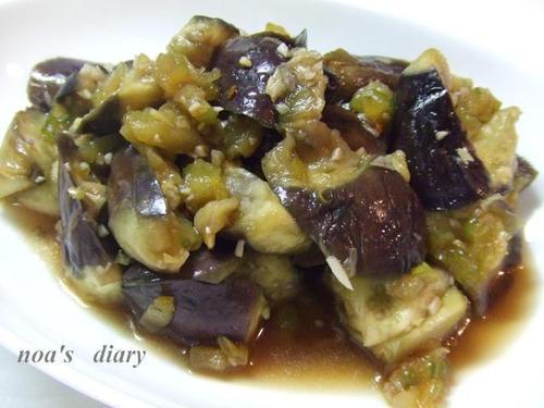 Dscf1423 栗原はるみさんのレシピの中に、【ナスの揚げ煮】という物があります。 ナ...